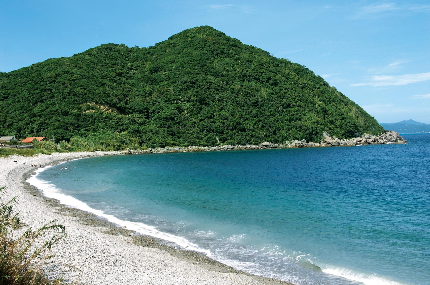白い砂浜と光り輝くコバルトブルーの海に感動!-2