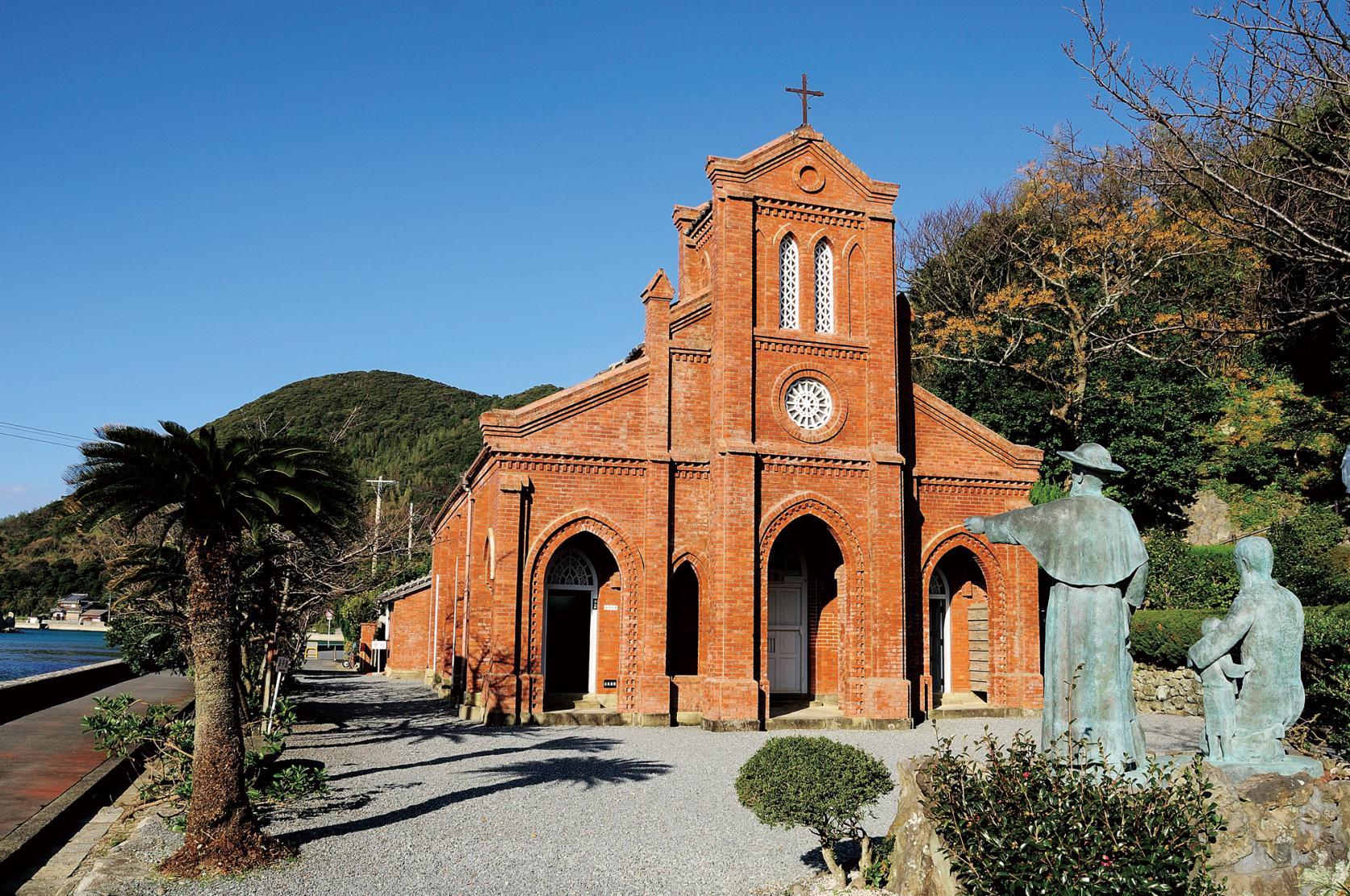 静かな海辺に建つ、堂崎教会を目指すコース-1